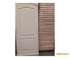 Stock di porte di legno