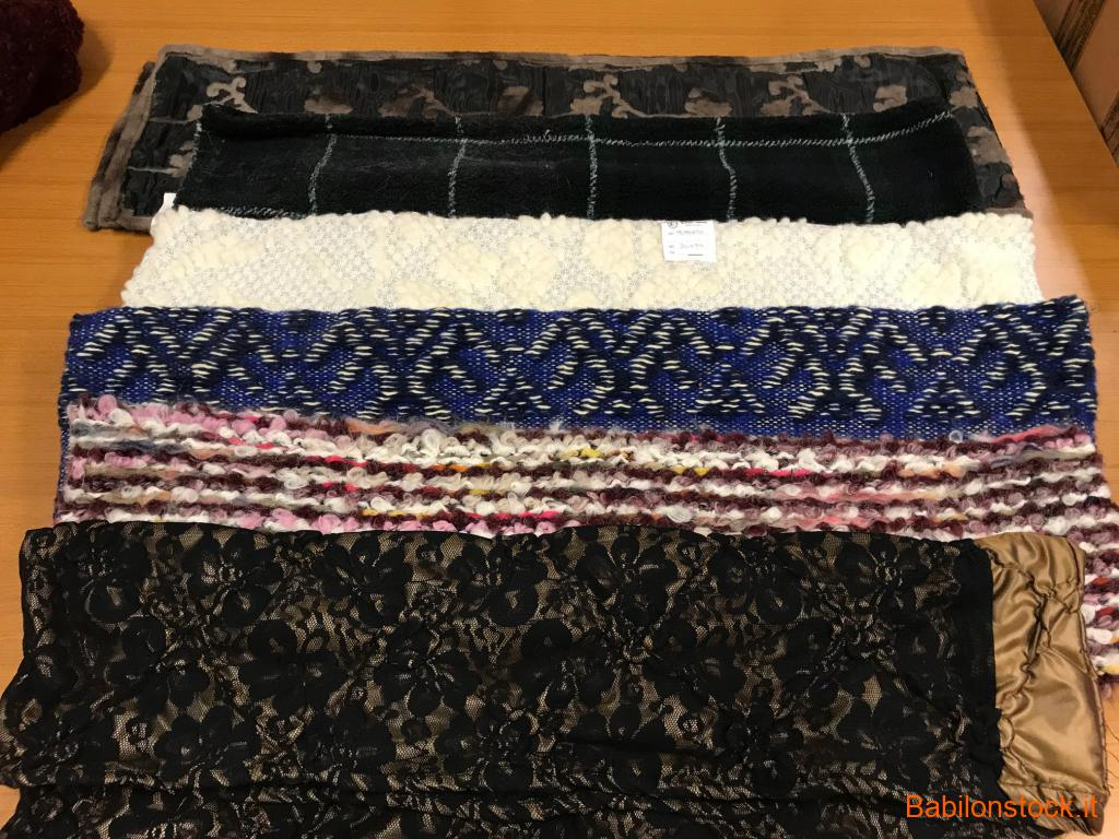 Sciarpe, stole, foulards, mantelle assortiti